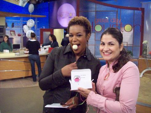 Natalie from Two Be Wed shares angie's cake with Deborah Duncan.